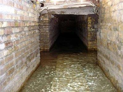 جریان آب در زیر حرم حضرت عباس (س)